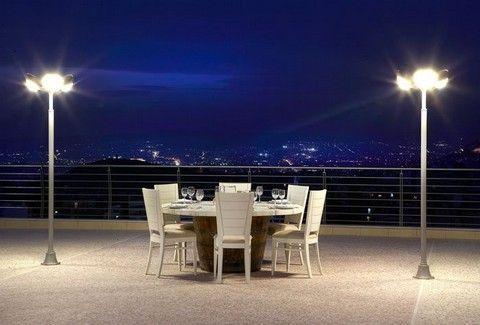 Μπαλκόνι στις Κυκλάδες: Αιγαιοπελαγίτικες σπεσιαλιτέ, σε ένα από τα ομορφότερα μπαλκόνια της Αθήνας!